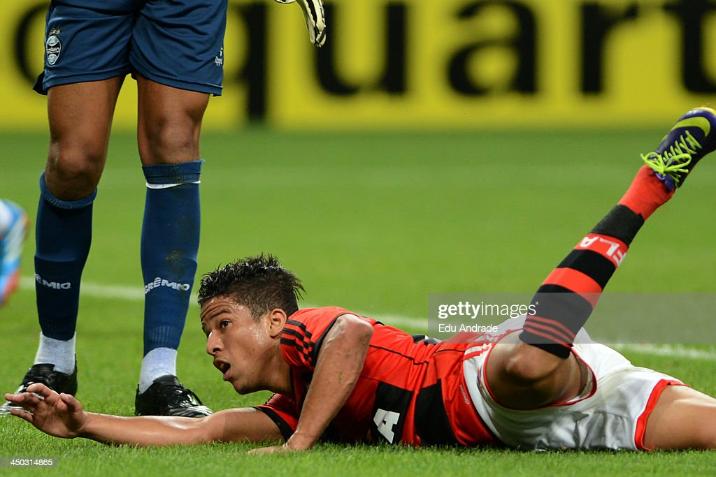 Nixon of Flamengo during the match between Gremio and Flamengo for the Brazilian Series A 2013 at Arena Gremio Stadium on November 17, 2013, in Porto Alegre, Brazil.