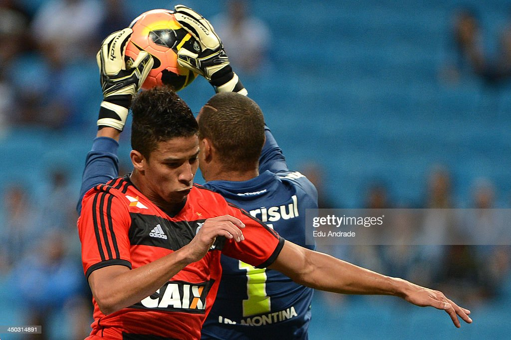 Nixon of Flamengo fights for the ball with goalkeeper Dida of Gremio during the match between Gremio and Flamengo for the Brazilian Series A 2013 at Arena Gremio Stadium on November 17, 2013, in Porto Alegre, Brazil.