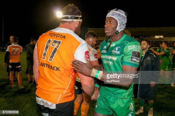 Niyi Adeolokun of Connacht and Charles Marais of Cheetahs during the Guinness PRO14 Round 8 rugby match between Connacht Rugby and Toyota Cheetahs at...