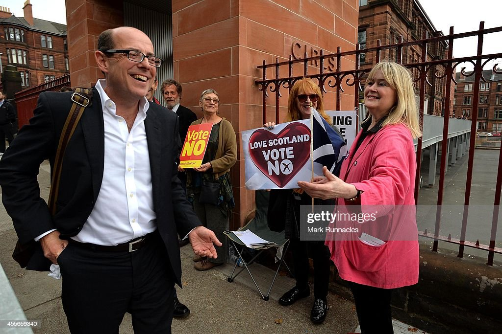 A 'No' campaigner bursts into song as the BBC's Nick Robinson walks by at Notre Dame Primary School as the people of Scotland take to the poles to...