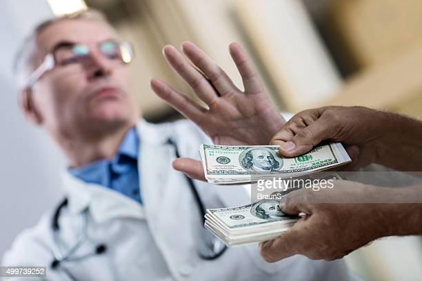 Nein, ich möchte nicht die Bestechung von meinem Patienten!