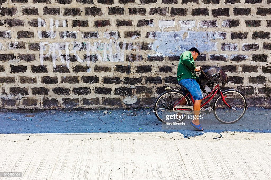 No parking sign on a wall : Stock Photo