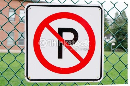 Senal De Prohibido Aparcar Foto De Stock Thinkstock