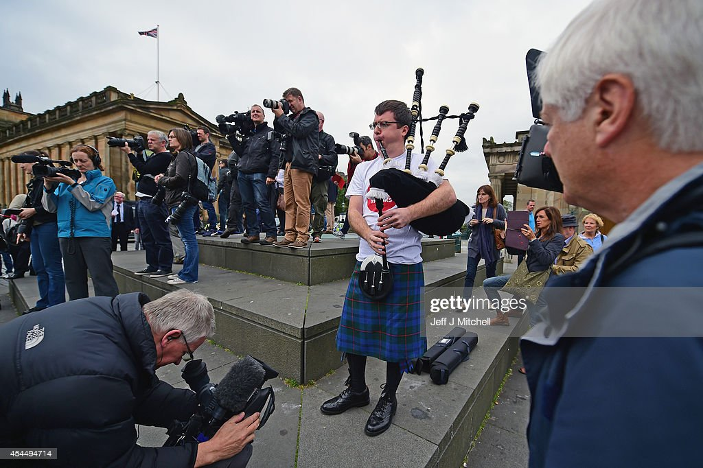 No supporters gather to listen to <a gi-track='captionPersonalityLinkClicked' href=/galleries/search?phrase=Jim+Murphy+-+Politician&family=editorial&specificpeople=13566433 ng-click='$event.stopPropagation()'>Jim Murphy</a>, Shadow Secretary of State for International Development at a Better Together event at the Mound on September 2, 2014 in Edinburgh,Scotland. Mr Murphy postponed his 100 towns 100 days tour, following being hit by eggs last Friday, claiming that the Yes campaign had organised mobs to intimidate not only him but the undecided voters.