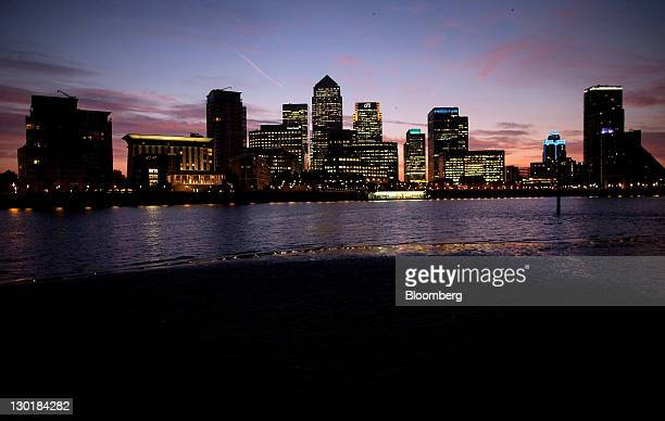No1 Canada Square center and skyscrapers housing Credit Suisse Group AG and Citigroup Inc are seen at sunrise in the Canary Wharf business district...