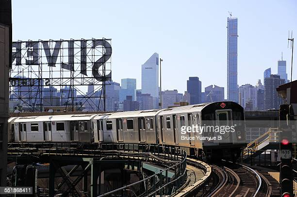 No.7 elevated subway train