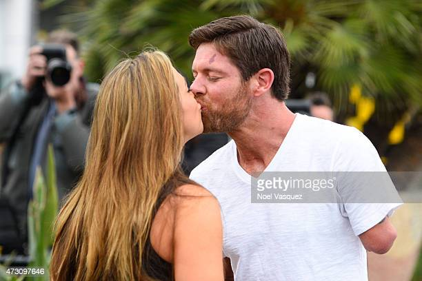 Noah Galloway kisses his fiance Jamie Boyd at 'Extra' at Universal Studios Hollywood on May 12 2015 in Universal City California