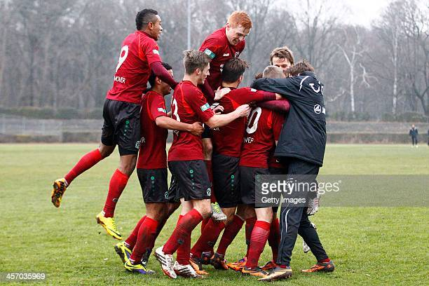 NoahJoel SarenrenBazee Can Tuna Kevin Krottke Lukas Wilton Alexandros Panagiotidis Mike Steven Baehre of Hannover celebrate during the DFB A Juniors...