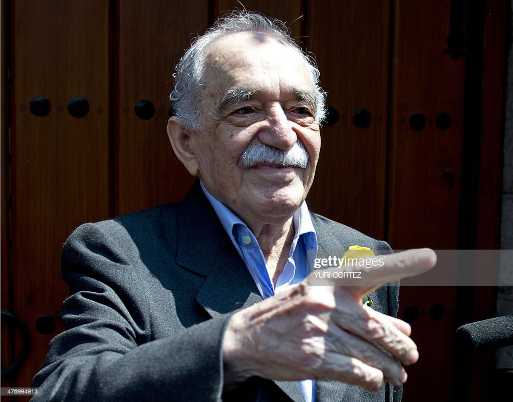Nobel Literature prize-winning writer and journalist, Colombian Gabriel Garcia Marquez greets journalists during his 87th birthday, outside his house, in Mexico City, on March 6, 2014. AFP PHOTO / Yuri CORTEZ