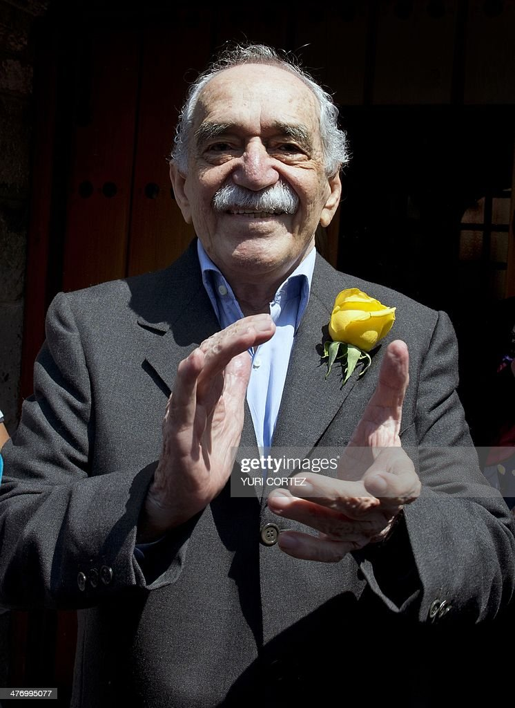 Nobel Literature prize-winning writer and journalist, Colombian Gabriel Garcia Marquez, applauds while sharing a moment with journalists during his 87th birthday, in Mexico City, on March 6, 2014. AFP PHOTO / Yuri CORTEZ