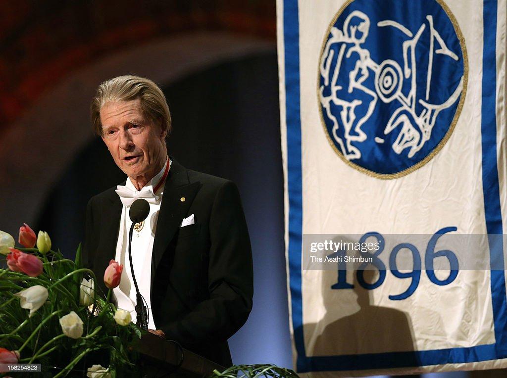 Nobel Prize in Medicine laureate Sir John Gurdon addresses during the Nobel Banquet at Town Hall on December 10, 2012 in Stockholm, Sweden.