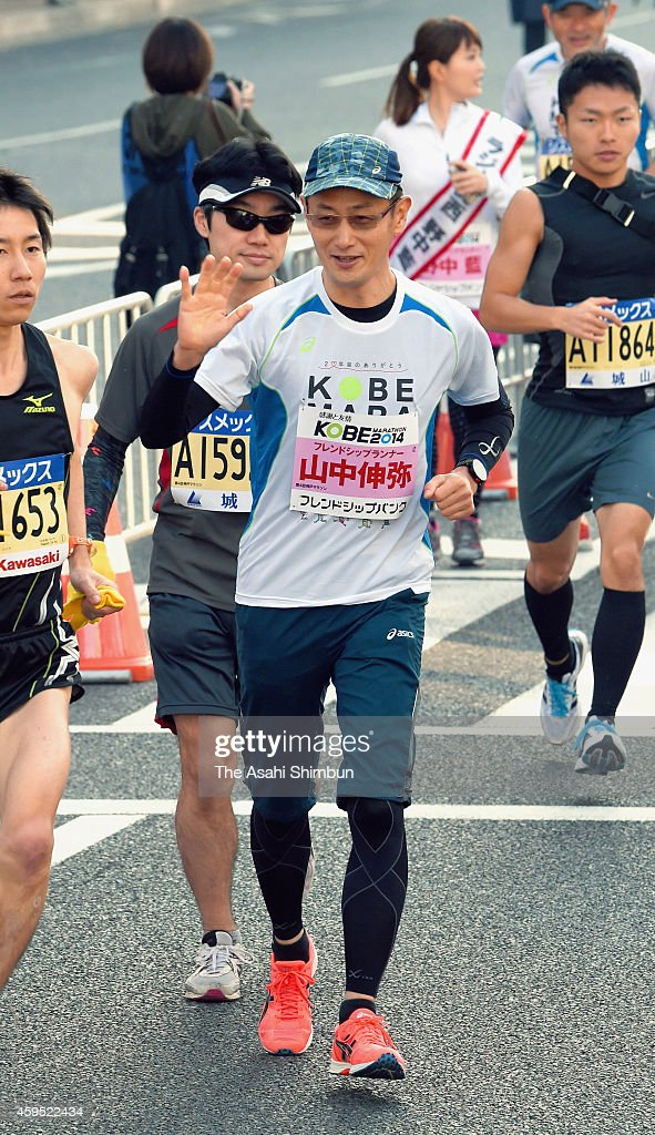 Nobel prize laureate and scientist Shinya Yamanaka takes part in the Kobe Marathon 2014 on November 23 2014 in Kobe Hyogo Japan