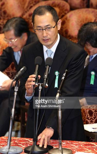 Nobel Prize laureate Shinya Yamanaka speaks at a Lower House Committee on the Cabinet on April 4 2014 in Tokyo Japan In making his point to lawmakers...
