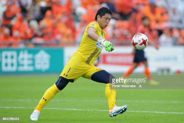 Nobuhiro Kato of Omiya Ardija in action during the JLeague J1 match between Omiya Ardija and Kashiwa Reysol at NACK 5 Stadium Omiya on October 21...