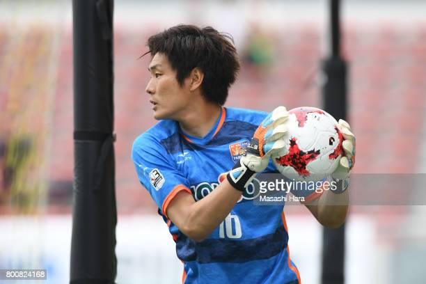 Nobuyuki Abe of AC Nagano Parceiro in action during the JLeague J3 match between Giravanz Kitakyushu and AC Nagano Parceiro at Mikuni World Stadium...