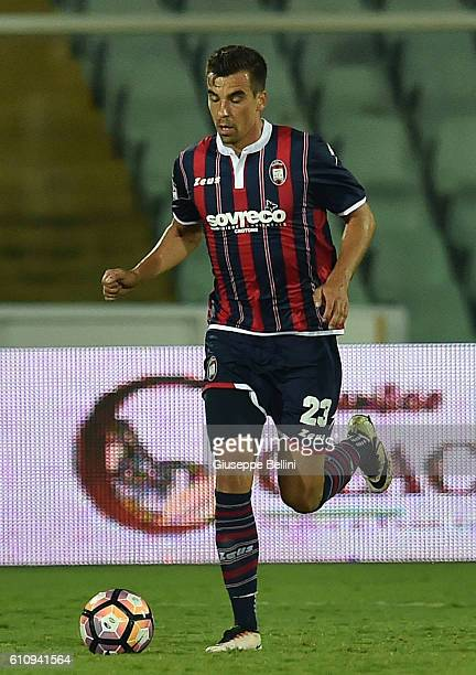 Noe Dussenne of FC Crotone in action during the Serie A match between FC Crotone and Atalanta BC at Adriatico Stadium on September 26 2016 in Pescara...