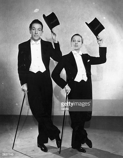 Noel Coward and Gertrude Lawrence as a 'couple of swells' from the revue 'Tonight at 830' at the Phoenix Theatre