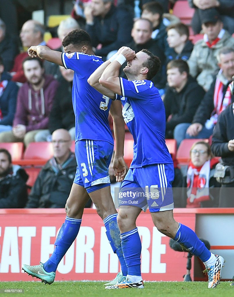 <a gi-track='captionPersonalityLinkClicked' href=/galleries/search?phrase=Noel+Hunt&family=editorial&specificpeople=3580775 ng-click='$event.stopPropagation()'>Noel Hunt</a> (R) of Ipswich Town celebrates his goal during the Sky Bet Championship match between Charlton Athletic and Ipswich Town at The Valley on November 29, 2014 in London, England.