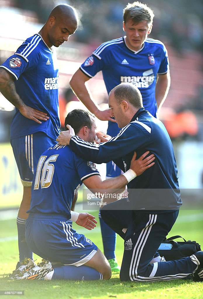 <a gi-track='captionPersonalityLinkClicked' href=/galleries/search?phrase=Noel+Hunt&family=editorial&specificpeople=3580775 ng-click='$event.stopPropagation()'>Noel Hunt</a> of Ipswich Town receives medical help after suffering an injury to his face during the Sky Bet Championship match between Charlton Athletic and Ipswich Town at The Valley on November 29, 2014 in London, England.