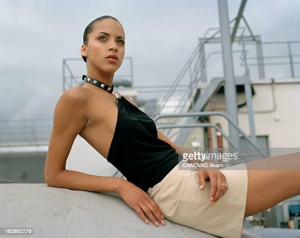 Noemie Lenoir Poses At The Hotel Millenium Opera A Paris en mai 2000 portrait du mannequin Noémie LENOIR de l'agence FORD posant sur le toit de...