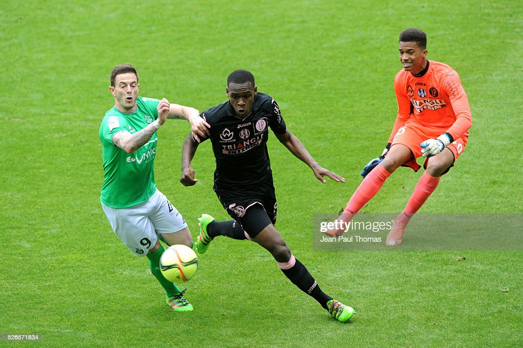 Nolan ROUX of Saint Etienne and Issa DIOP of Toulouse during the French Ligue 1 match between AS Saint Etienne and Toulouse FC at Stade Geoffroy-Guichard on April 30, 2016 in Saint-Etienne, France.