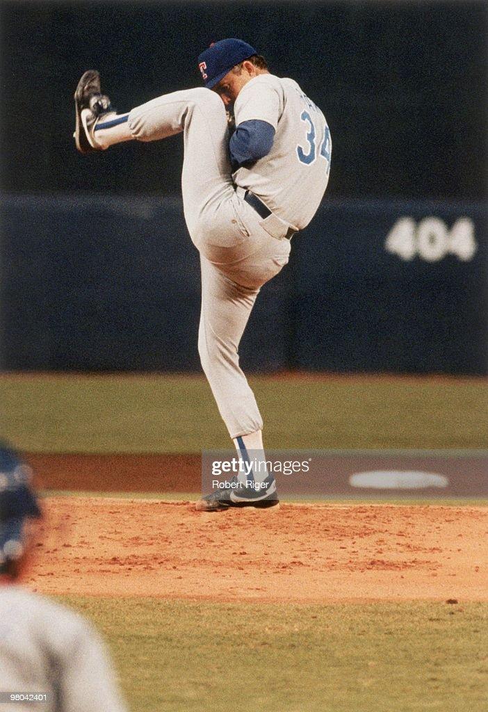 nolan-ryan-of-the-texas-rangers-pitches-