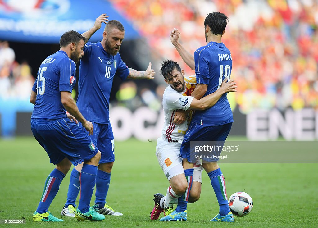 <a gi-track='captionPersonalityLinkClicked' href=/galleries/search?phrase=Nolito&family=editorial&specificpeople=7332831 ng-click='$event.stopPropagation()'>Nolito</a> (2nd R) of Spain collides with <a gi-track='captionPersonalityLinkClicked' href=/galleries/search?phrase=Marco+Parolo&family=editorial&specificpeople=6474753 ng-click='$event.stopPropagation()'>Marco Parolo</a> (1st R) of Italy during the UEFA EURO 2016 round of 16 match between Italy and Spain at Stade de France on June 27, 2016 in Paris, France.