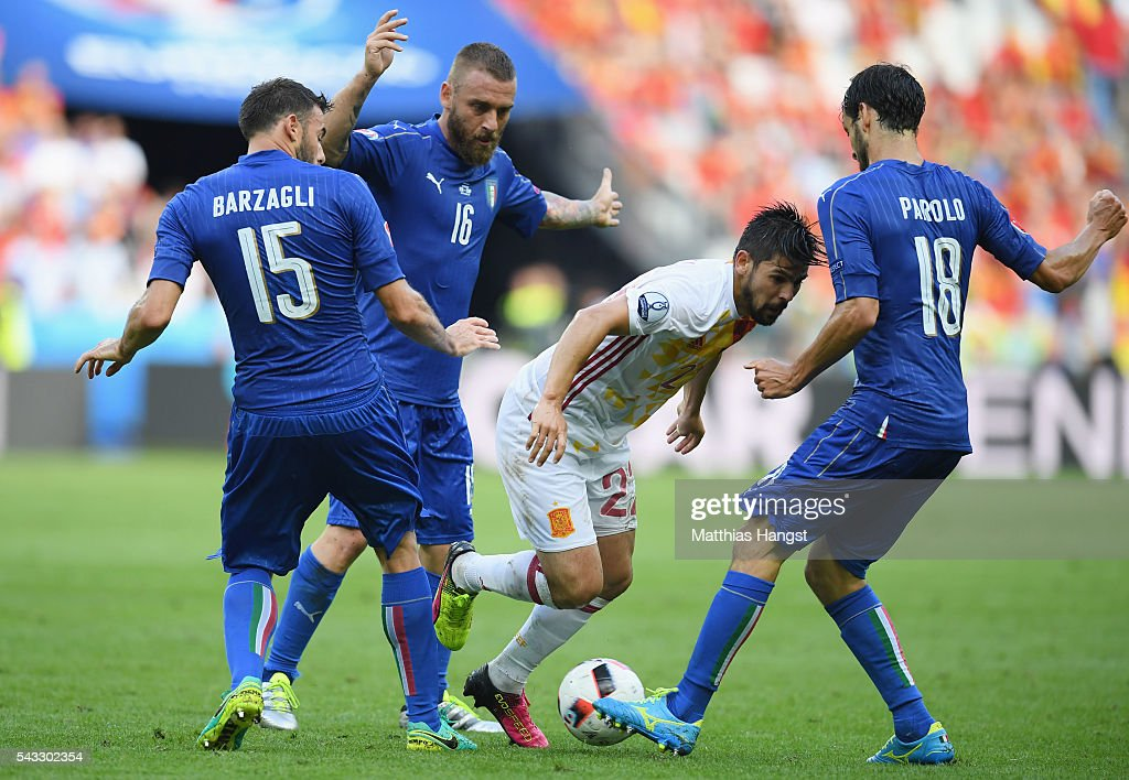 <a gi-track='captionPersonalityLinkClicked' href=/galleries/search?phrase=Nolito&family=editorial&specificpeople=7332831 ng-click='$event.stopPropagation()'>Nolito</a> (2nd R) of Spain competes for the ball against <a gi-track='captionPersonalityLinkClicked' href=/galleries/search?phrase=Marco+Parolo&family=editorial&specificpeople=6474753 ng-click='$event.stopPropagation()'>Marco Parolo</a> (1st R), <a gi-track='captionPersonalityLinkClicked' href=/galleries/search?phrase=Daniele+De+Rossi&family=editorial&specificpeople=233652 ng-click='$event.stopPropagation()'>Daniele De Rossi</a> (2nd L) and <a gi-track='captionPersonalityLinkClicked' href=/galleries/search?phrase=Andrea+Barzagli&family=editorial&specificpeople=465353 ng-click='$event.stopPropagation()'>Andrea Barzagli</a> (1st L) of Italy during the UEFA EURO 2016 round of 16 match between Italy and Spain at Stade de France on June 27, 2016 in Paris, France.