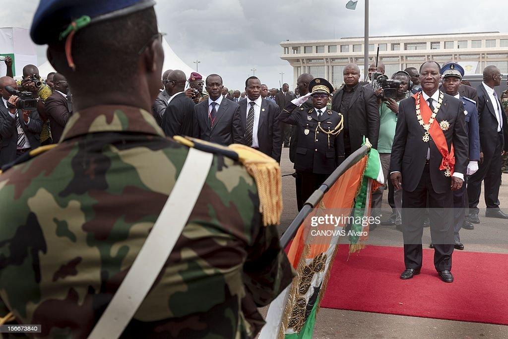 Nomination Of <a gi-track='captionPersonalityLinkClicked' href=/galleries/search?phrase=Alassane+Ouattara&family=editorial&specificpeople=697562 ng-click='$event.stopPropagation()'>Alassane Ouattara</a>. Samedi 21 mai, Alassane OUATTARA a été investi chef de l'Etat ivoirien à YAMOUSSOUKRO, la ville natale du 'père de la nation', Félix HOUPHOUET-BOIGNY : le nouveau président ivoirien, assisté de son aide de camp (arrière-plan, uniforme bleu) et de Soumaïla BAKAYOKO l'ancien chef des forces rebelles (à gauche), passe en revue les troupes qui lui font allégeance en lui présentant le drapeau national.