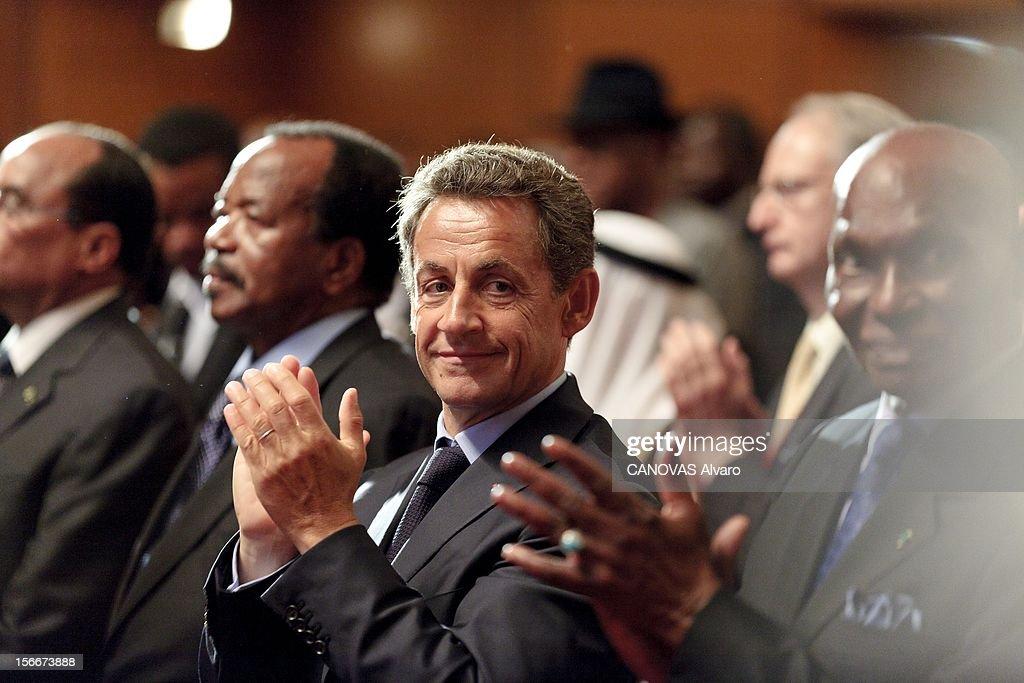 Nomination Of Alassane Ouattara. Samedi 21 mai, Alassane OUATTARA a été investi chef de l'Etat ivoirien à YAMOUSSOUKRO, la ville natale du 'père de la nation', Félix HOUPHOUET-BOIGNY : Nicolas SARKOZY applaudissant lors de la cérémonie, entouré de ses homologues Paul BIYA du Cameroun (à gauche) et Abdoulaye WADE du Sénégal.