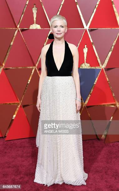 Nominee for Best Supporting Actress 'Manchester By The Sea' Michelle Williams arrives on the red carpet for the 89th Oscars on February 26 2017 in...