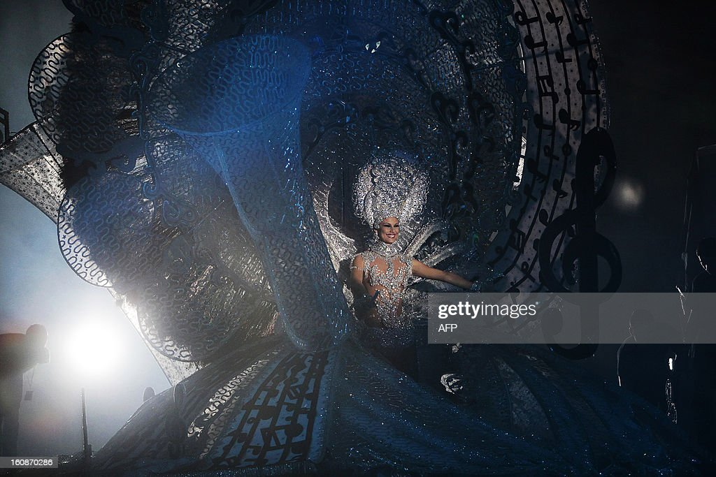 A nominee for queen of the 2013 Santa Cruz carnival performs in Santa Cruz de Tenerife on the Spanish Canary island of Tenerife on February 6, 2013.