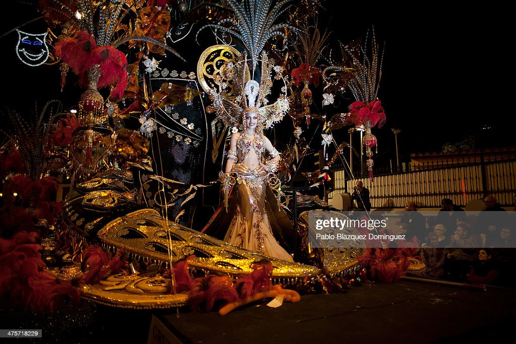 Nominee for Queen of the 2014 Santa Cruz carnival Paula Delgado takes part on the opening parade of the carnival on February 28 2014 in Santa Cruz de...