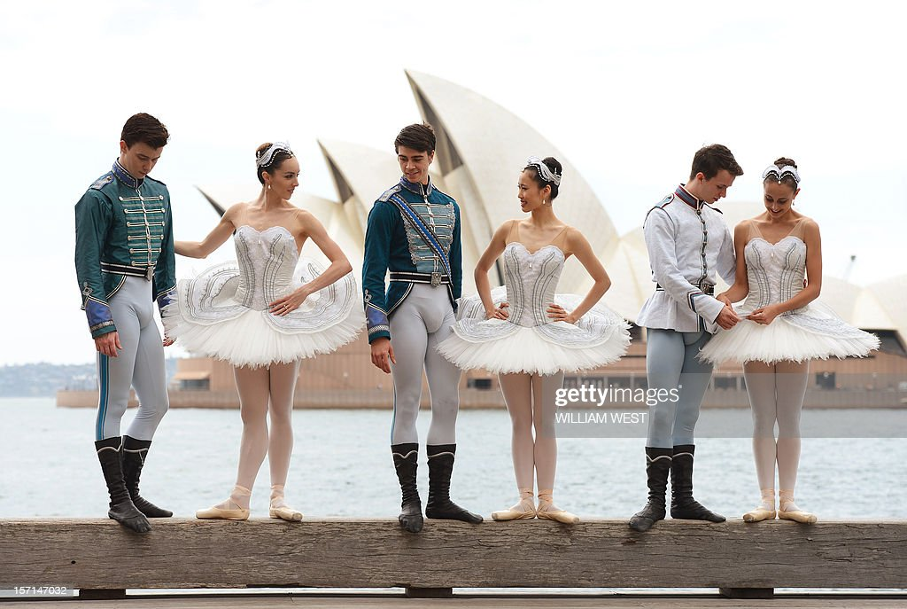 Nominees for the Australian Ballet Dancer Award, Jarryd Madden (L), Amy Harris (2/L), Jake Mangakahia (3/L), Ako Kondo (3/R), Calvin Hannaford (2/R) and Dimity Azoury (R) stand in front of the Sydney Opera House as they enter the final 24 hours of competition with the winner to be announced onstage after the Sydney premiere of Stephen Baynes' Swan Lake, in Sydney on November 29, 2012. Following a year of performances on stages across Australia, the judges' decisions will be tallied and the 2012 winner will take home the 20,000 Australian dollar (20,926 US) first prize. AFP PHOTO/William WEST