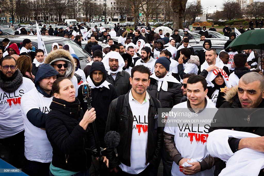 Non-licensed private hire cab drivers, known in France as VTC (voitures de tourisme avec chauffeur or tourism vehicles with chauffeur) gather at a demonstration on the Place de la Nation in Paris on February 9, 2016. VTC drivers continued a fifth day of protests on February 9 against measures granted by the French prime minister to taxi drivers. / AFP / Geoffroy Van der Hasselt