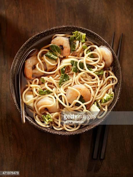Sopa de Noodle com Camarão