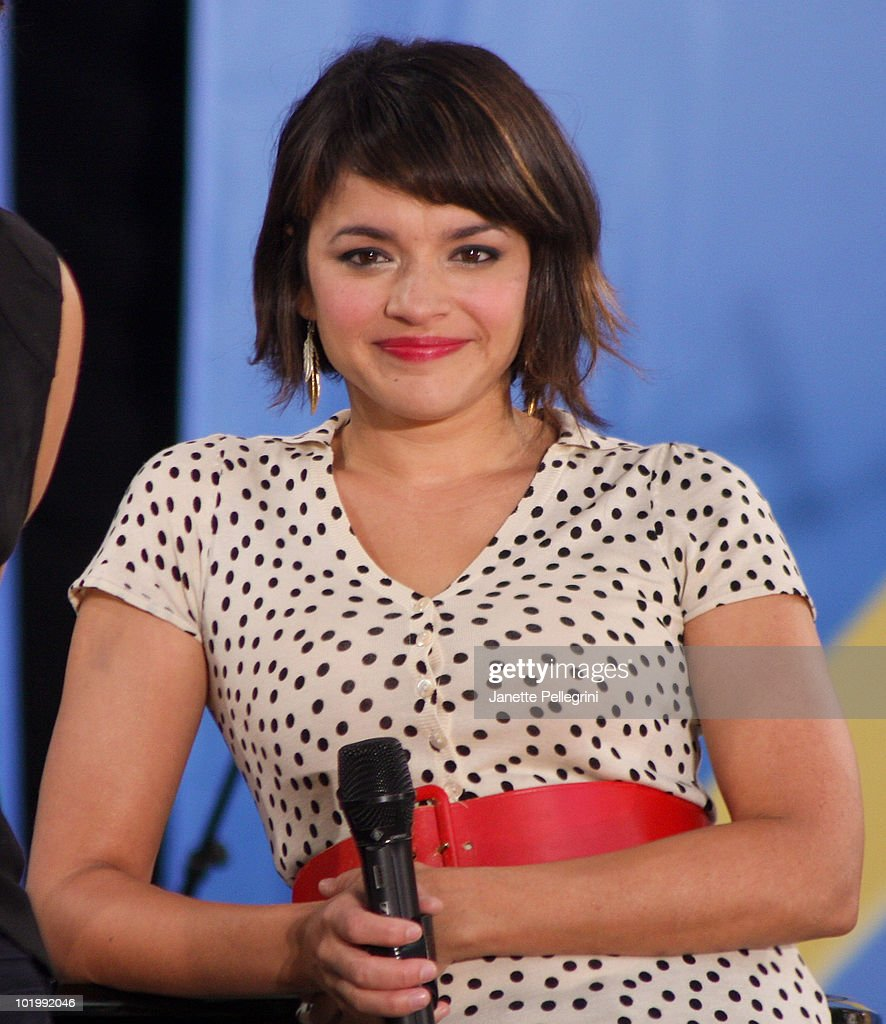 <a gi-track='captionPersonalityLinkClicked' href=/galleries/search?phrase=Norah+Jones&family=editorial&specificpeople=203151 ng-click='$event.stopPropagation()'>Norah Jones</a> performs on ABC's 'Good Morning America' at Rumsey Playfield, Central Park on June 11, 2010 in New York City.