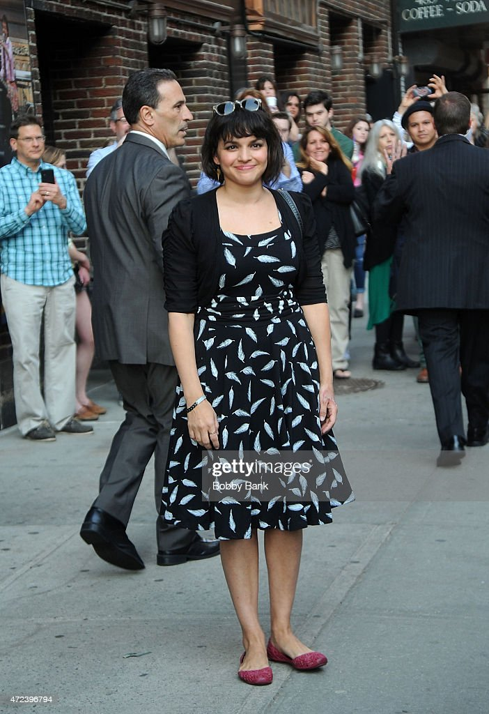 <a gi-track='captionPersonalityLinkClicked' href=/galleries/search?phrase=Norah+Jones&family=editorial&specificpeople=203151 ng-click='$event.stopPropagation()'>Norah Jones</a> performs on the 'Late Show with David Letterman' on May 6, 2015 in New York City.