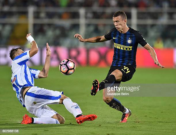Norbert Gyomber of Pescara Calcio and Ivan Perisic of FC Internazionale in action during the Serie A match between Pescara Calcio and FC...
