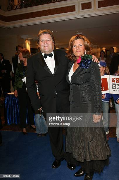 Norbert Haug Und Ehefrau Susanne Bei Der 'United People Charity Night2006 Zugunsten PowerChild' Im Hotel Bayrischen Hof In München