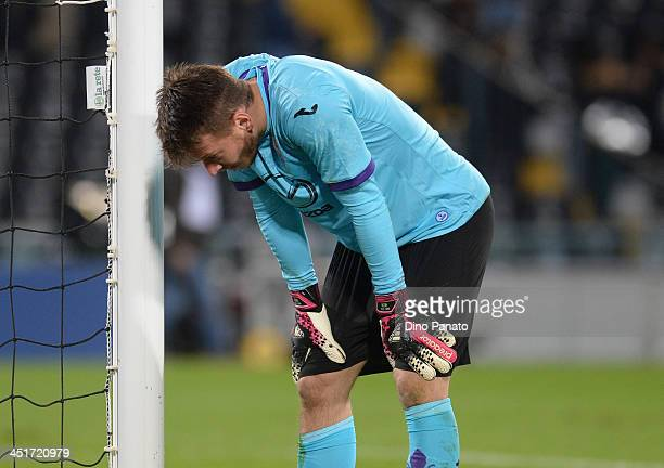 Norberto Murara Neto goalkeeper of ACF Fiorentina shows his dejection during the Serie A match between Udinese Calcio and ACF Fiorentina at Stadio...