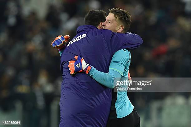 Norberto Murara Neto of ACF Fiorentina celebrates the victory with team mate at the end of the TIM Cup match between Juventus FC and ACF Fiorentina...