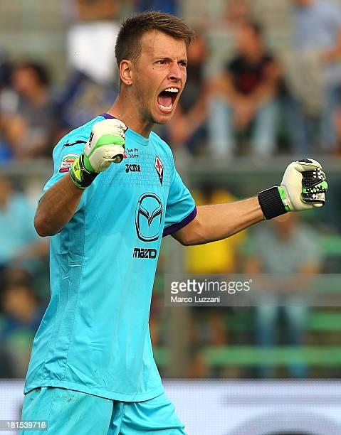 Norberto Murara Neto of ACF Fiorentina celebrates victory at the end of the Serie A match between Atalanta BC and ACF Fiorentina at Stadio Atleti...