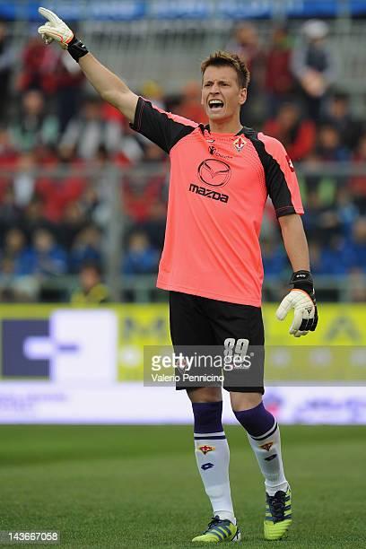 Norberto Murara Neto of ACF Fiorentina issues instructions during the Serie A match between Atalanta BC and ACF Fiorentina at Stadio Atleti Azzurri...