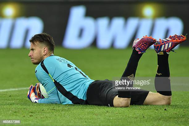 Norberto Murara Neto of ACF Fiorentina looks on during the TIM Cup match between Juventus FC and ACF Fiorentina at Juventus Arena on March 5 2015 in...