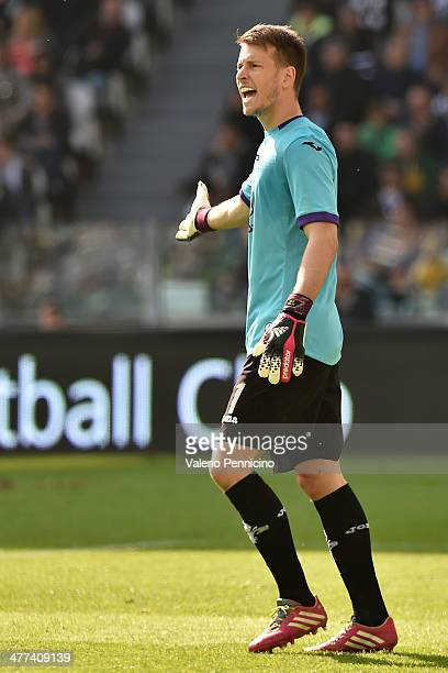 Norberto Murara Neto of ACF Fiorentina reacts during the Serie A match between Juventus and ACF Fiorentina at Juventus Arena on March 9 2014 in Turin...