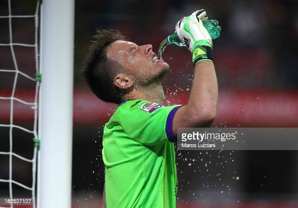 Norberto Murara Neto of ACF Fiorentina refreshes himself with some water during the Serie A match between FC Internazionale Milano and ACF Fiorentina...