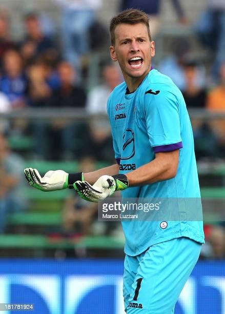 Norberto Murara Neto of ACF Fiorentina shouts during the Serie A match between Atalanta BC and ACF Fiorentina at Stadio Atleti Azzurri d'Italia on...