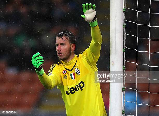 Norberto Murara Neto of Juventus FC directs his defense during the TIM Cup match between FC Internazionale Milano and Juventus FC at Stadio Giuseppe...
