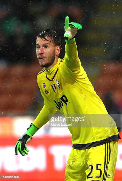 Norberto Murara Neto of Juventus FC gestures during the TIM Cup match between FC Internazionale Milano and Juventus FC at Stadio Giuseppe Meazza on...